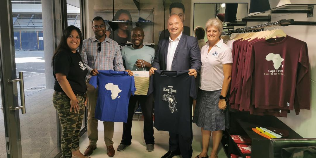 Enver Duminy (2nd from left) and James Vos (2nd from right) visiting prize-winning business, Tees and Gees.